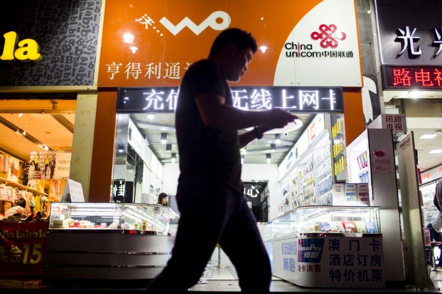 spain telecom market declines but mvno