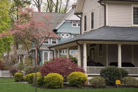 March Pending Home Sales Slip as Sales in Northeast, West Falter