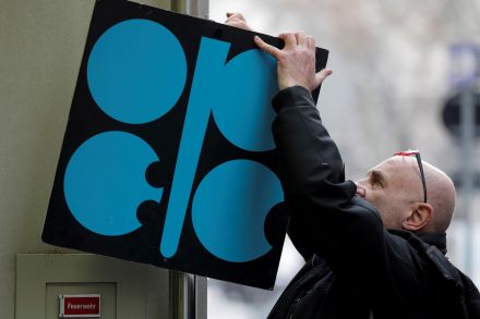 Oil prices slump as OPEC, Russia mull output boost