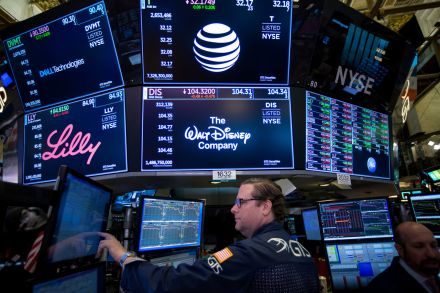 US stocks gain with tech shares leading, Companies & Markets News & Top Stories