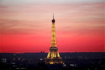 Strike shuts down Paris' Eiffel Tower
