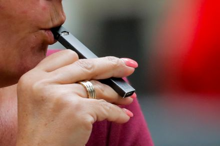 Top US doctor urges 'aggressive' steps against e-cigarettes