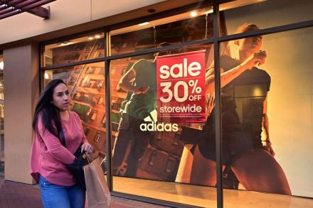 US retail sales dip 0.3% in September