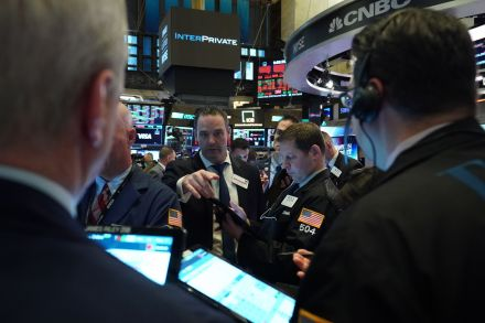 Stocks plunge as coronavirus toll hangs on Wall Street