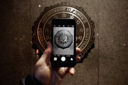 3755242.1 (37575519) - 26_02_2016 - US-APPLE-SUPPORTERS-PROTEST-IN-FRONT-OF-FBI-HEADQUARTERS-IN-.jpg