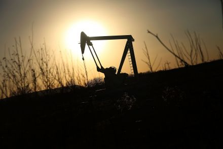 Oil prices rise on USA output decline