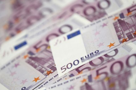 37290958 - 26_01_2016 -  EUROPE-FRAUD_BANKNOTES.jpg