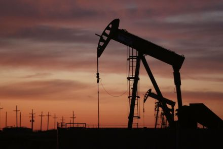 Oil prices rise slightly as oversupply concerns mount again