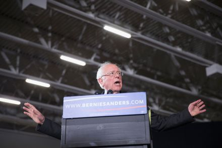 37887343 - 27_03_2016 - US-BERNIE-SANDERS-HOLDS-CAMPAIGN-RALLY-IN-MADISON,-WISCONSIN.jpg