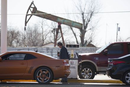37455572 - 13_02_2016 - US-STEADY-DECLINE-IN-OIL-PRICES-LEADS-TO-SUPER-LOW-GAS-PRICES.jpg