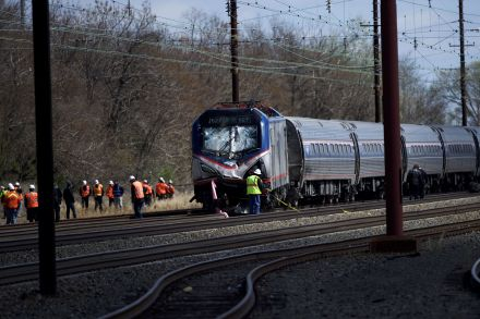 37957101 - 04_04_2016 - US-TWO-REPORTED-DEAD-AFTER-AMTRAK-TRAIN-DERAILS-NEAR-PHILADELPHI.jpg