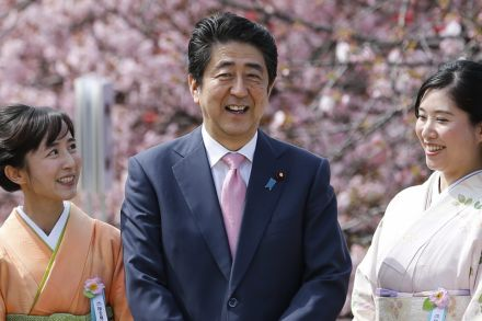 38015711 - 09_04_2016 - JAPAN SHINZO ABE CHERRY BLOSSOMS.jpg