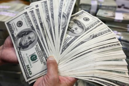 Asia S Rich Urged To Us Dollars As Singapore Fuels Easing Bets