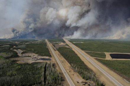38301072.1 (38776216) - 19_06_2016 - CANADA-FIRE-FOREST-OIL-EVACUATION.jpg