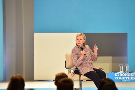 38899306 - 29_06_2016 - US-VOTE-CLINTON-CAMPAIGN-SOCIAL MEDIA-CONTENT-TOWN HALL.jpg