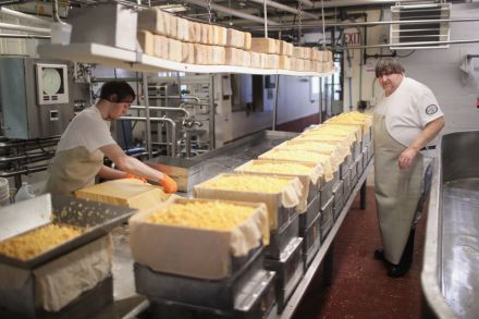 38886432 - 28_06_2016 - US-AMERICA-FACES-SURPLUS-OF-CHEESE-WITH-RECORD-DAIRY-PRODUCTION.jpg