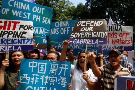 39051371 - 12_07_2016 - SOUTHCHINASEA-RULING_PHILIPPINES.jpg