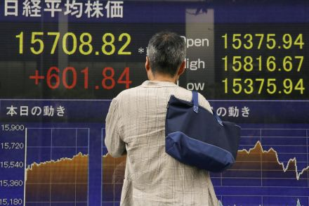 U.S. dollar rises against yen on Japanese stimulus expectations