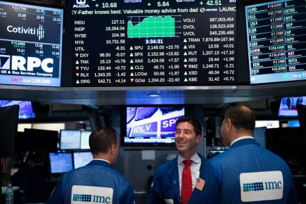 S&P 500, Dow Close At Records As Banks Rally