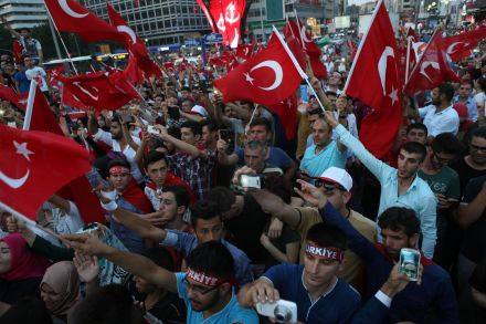 39121019 - 19_07_2016 - TURKEY-COUP-MILITARY-POLITICS-PROTEST.jpg