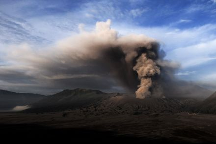 4_39062728 - 13_07_2016 - TOPSHOT-INDONESIA-VOLCANO-ERUPTION.jpg