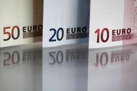 Euro zone inflation, unemployment figures fail to budge