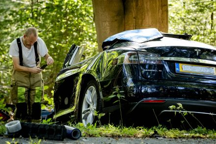 39781992 - 08_09_2016 - NETHERLANDS-US-TRANSPORT-TESLA-ACCIDENT.jpg