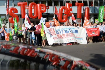 39849639 - 14_09_2016 - GERMANY-CANADA-US-TRADE-CETA-TTIP-DEMONSTRATION.jpg