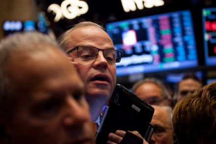 Wall Street slumps on weak tech, energy shares