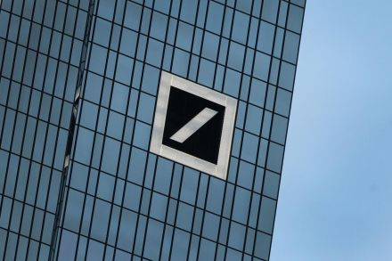 40044139 - 01_10_2016 - FILES-GERMANY-BANKING-DEUTSCHE BANK-SHARES.jpg