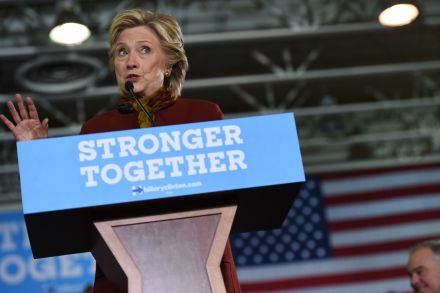 Clinton campaign looks toward helping Democrats in close races
