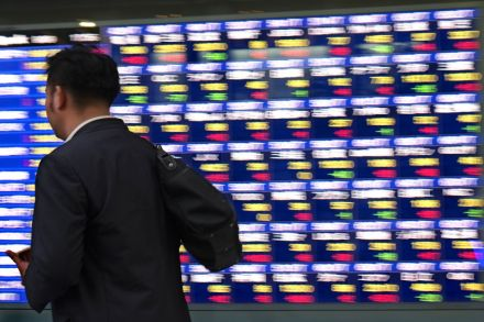Global shares trend lower, dollar gains ahead of US GDP data