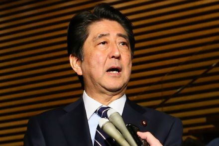 Japanese prime minister plans to meet Putin, Trump this month