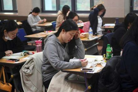 http://businesstimes.com.sg/sites/default/files/styles/article_img/public/image/2016/11/17/southkorea_exam.jpg