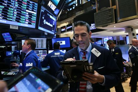 40638911 - 22_11_2016 - US-DOW-CLIMBS-OVER-19,000-FOR-FIRST-TIME-AS-STOCK-RALLY-CONTINUE.jpg
