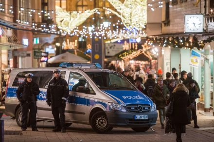 40932755 - 21_12_2016 - GERMANY BERLIN ATTACK CHRISTMAS MARKET AFTERMATH.jpg