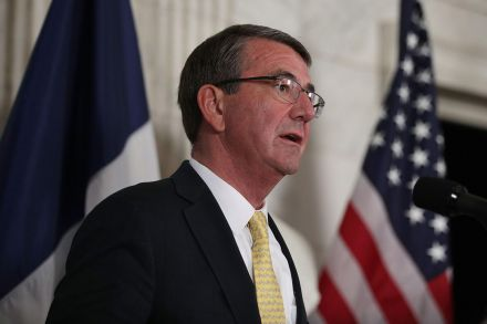40706491 - 29_11_2016 - US-ASH-CARTER-MEETS-WITH-FRENCH-DEFENSE-MINISTER-JEAN-YVES-LE-DR.jpg