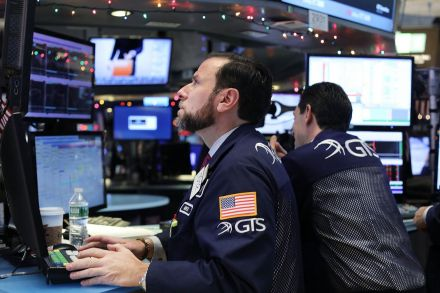 41092456 - 10_01_2017 - US-DOW-FLIRTS-WITH-RECORD-HIGH-OF-20,000.jpg