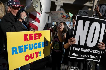 41351802.2 (41365224) - 31_01_2017 - US-PROTESTORS-RALLY-AGAINST-MUSLIM-IMMIGRATION-BAN-AT-LAX.jpg
