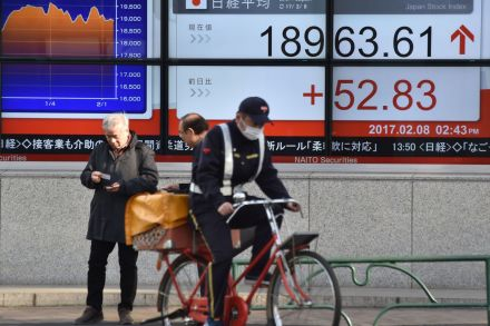 41450474 - 08_02_2017 - JAPAN-FOREX-STOCKS.jpg