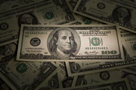 Dollar Lower Ahead of FOMC Minutes