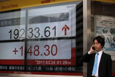 42026306 - 24_03_2017 - JAPAN-STOCKS-MARKET-NOON.jpg