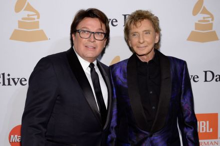 42159918 - 06_04_2017 - FILES-ENTERTAINMENT-US-MUSIC-GAY-PEOPLE-MANILOW.jpg