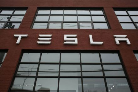 42144611 - 05_04_2017 - US-TESLA'S-SURGING-MARKET-VALUE-ECLIPSES-FORD-FOR-FIRST-TIME.jpg