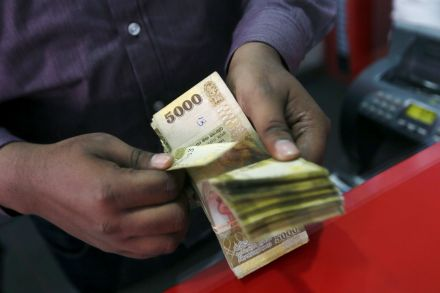 India finding it hard to end love affair with cash
