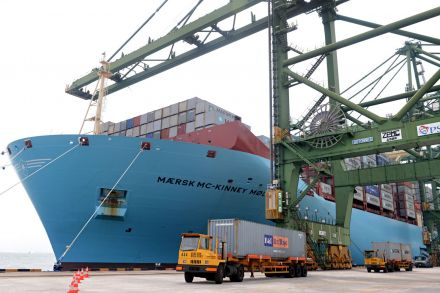 Maersk Q1 net profit above forecast, container unit reports loss