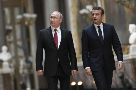 Macron Invites Putin to France, Challenges Him on Syria and 'Fake News'