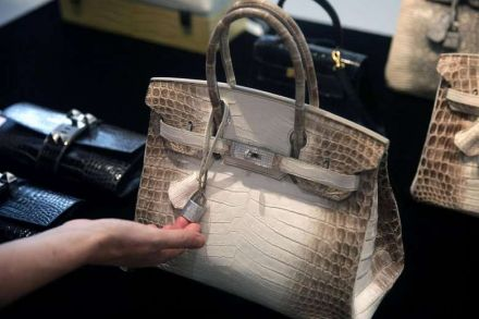 25a-42755312_-_31_05_2017_-_files-hong_kong-christies-auction-handbag-luxury.jpg