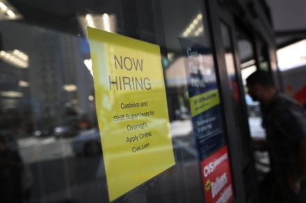 US-JOB-GROWTH-SPURS-DROP-IN-UNEMPLOYMENT-RATE-TO-4_7-PERCENT-194142.jpg
