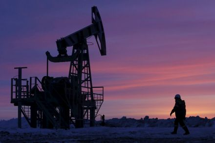 Oil stabilises after steep falls, but supply glut prevails